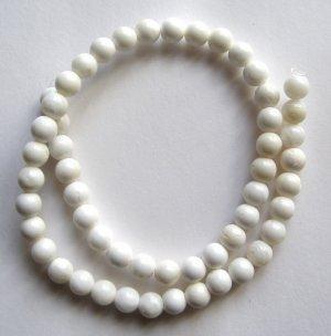 "Pincantada Maxima Oyster Shell 8mm Round Beads 15.5"""