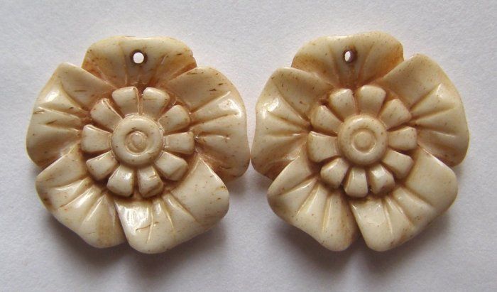 2 CARVED BONE 20x20 Spring Flower Beads