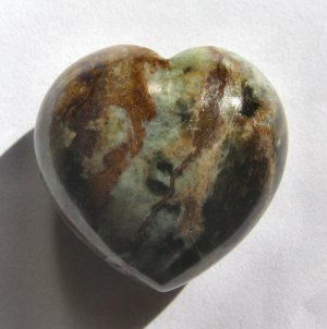Serpentine 35x35 Carved Heart Pocket/Wrapping Stone