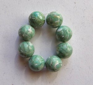 8 Green Shell in Resin 12mm Round Beads
