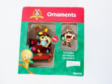 Trevco Looney Tunes Taz with miniature ornament Tazmanian Devil in Christmas Chest 1997 Collectible