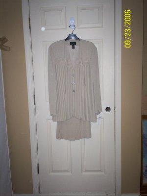 creme suit