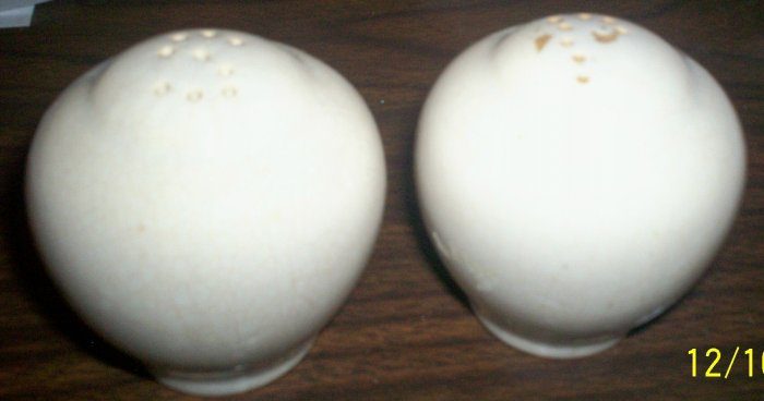 VERY OLD WHITE POTTERY SALT & PEPPER SHAKERS COMES WITH CORKS IN BOTTOM