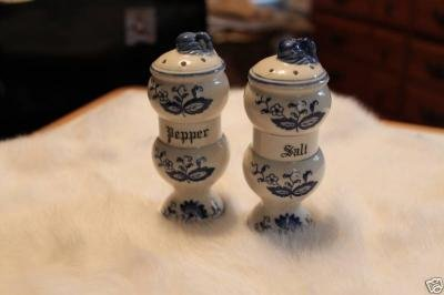 vintage blue Onion salt & Pepper set