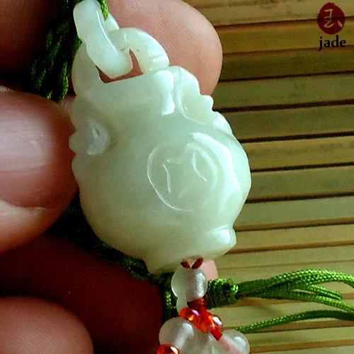 Chinese White jade Vase pendant necklace