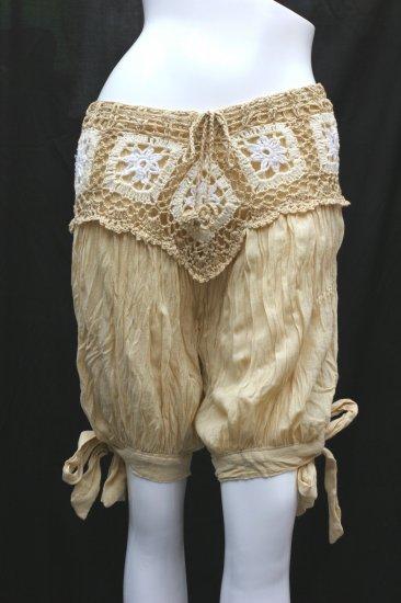 V-crochet short pants