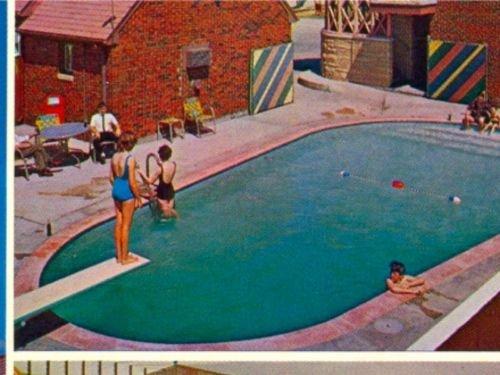 English Village Motor Lodge Wichita Kansas Postcard