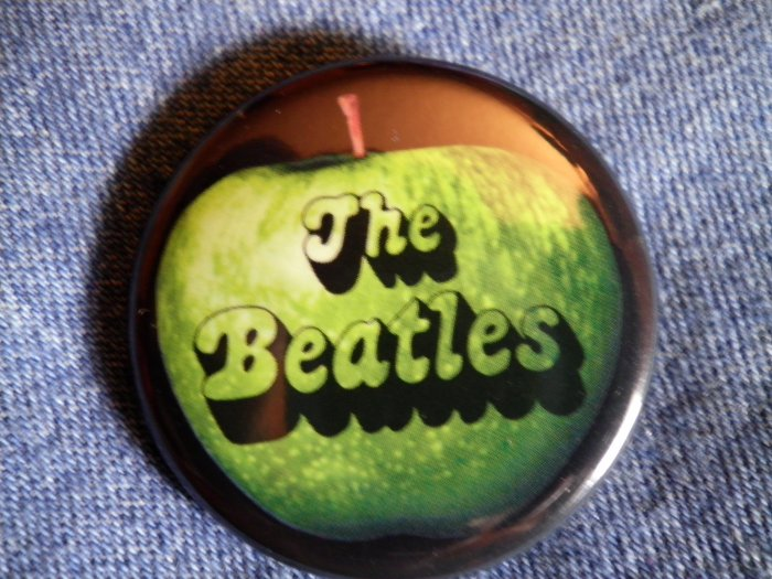 THE BEATLES PINBACK BUTTON apple logo NEW