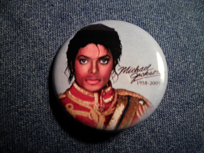 MICHAEL JACKSON PINBACK BUTTON 1958-2009 blue licensed NEW