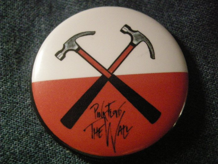 PINK FLOYD PINBACK BUTTON the wall marching hammers LICENSED