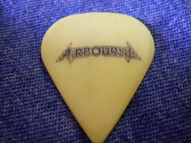 AIRBOURE GUITAR PICK yellow logo