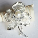 1 pc Rhinestone Crystal Diamante & Pearl Silver Flower Brooch Pin Jewelry Cake Decoration BR055