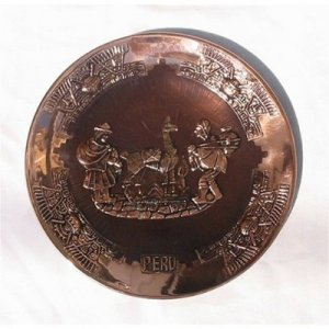 """PERU LIGHT WEIGHT COPPER BATHED DECORATIVE PLATE 10.5"""" DIAMETER WITH LLAMA AND SHEPHERD PEOPLE MOTIF"""