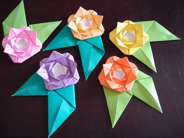 5 X ASSORTED HANDMADE ORIGAMI ROSES WITH LEAVES