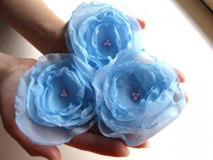 3 X BEAUTIFUL HANDMADE BLOSSOMS - Frost Blue