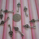 25 X BEAUTIFUL KEY CHARM PENDANT