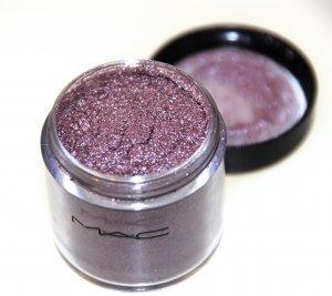MAC Pigment in Circa Plum