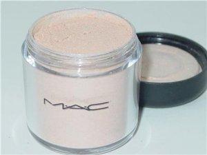 MAC Pigment in Fairy lite