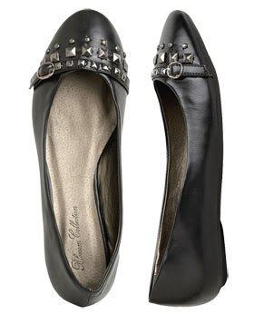 Wet Seal Stud and Buckle Flats in Black (Size 6)