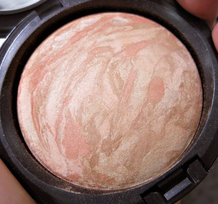 MAC Mineralized Skinfinish in Refined