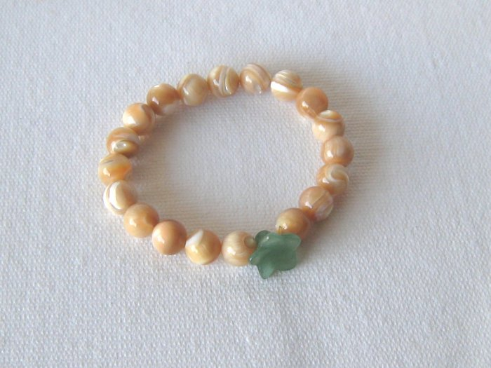 B00020  Handmade strecth beaded bracelet with elastic cord MOP beads and aventurine flower