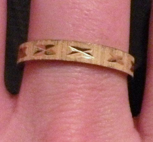 Etched Band Size 6 Womens Ring Goldtone