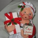 Annalee Mrs. Santa Holding Presents 1991 18 inches