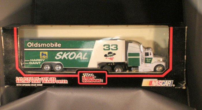 Harry Gant #33 Skoal Bandit Food Lion Oldsmobile Transporter Racing Champions 1:64 Die Cast NASCAR