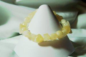 Natural colored glass stretch bracelet
