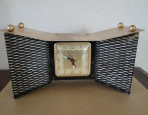 Vintage 1950's United Bow Tie Electric TV Clock