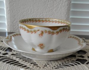 Theodore Haviland 1903 Cup and Saucer, Schleiger Pattern 98, Green Clover