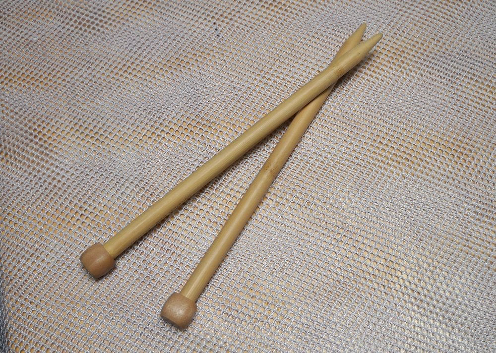 "Clover Takumi Bamboo Knitting Needles Single Point 9"" Size 15 (10.0 mm)"