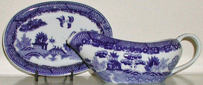 Blue Willow Gravy Boat and Matching Underplate - B0031