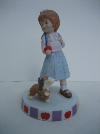 Collectible Figurine Perfect Pals Twelve Months Of Fun Series September