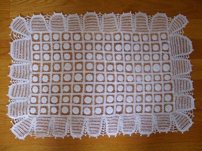 Doily / Traycloth in Renaissance Lace - DRL001