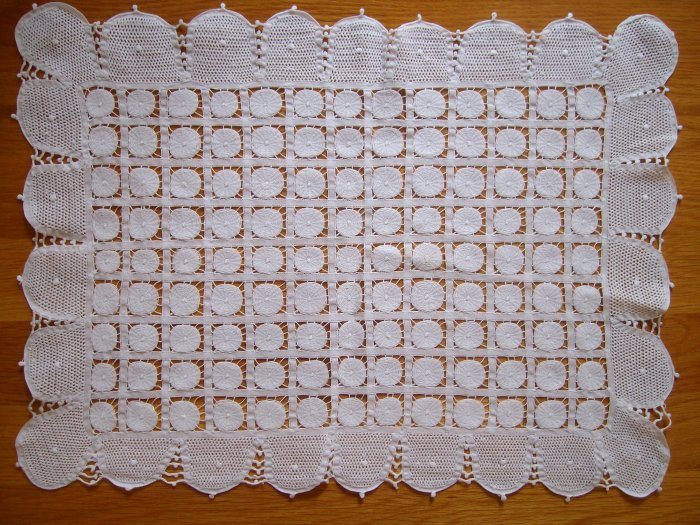 Doily / Traycloth in Renaissance Lace - DRL003