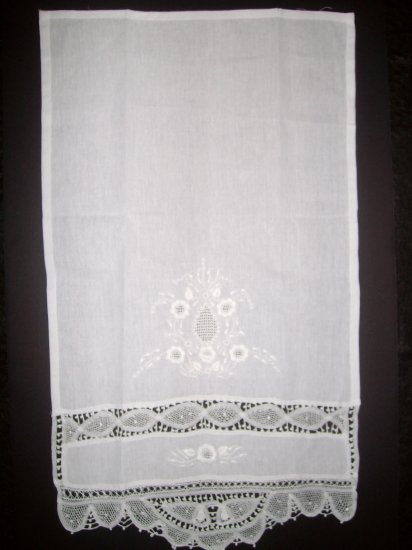 Linen & Lace hand-towel with Handmade Embroidery