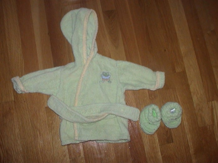 Carter's Froggy robe with slippers