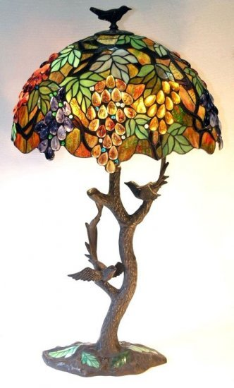 Leafs/Grapes w/Bird Base Tiffany Styled Table Lamp