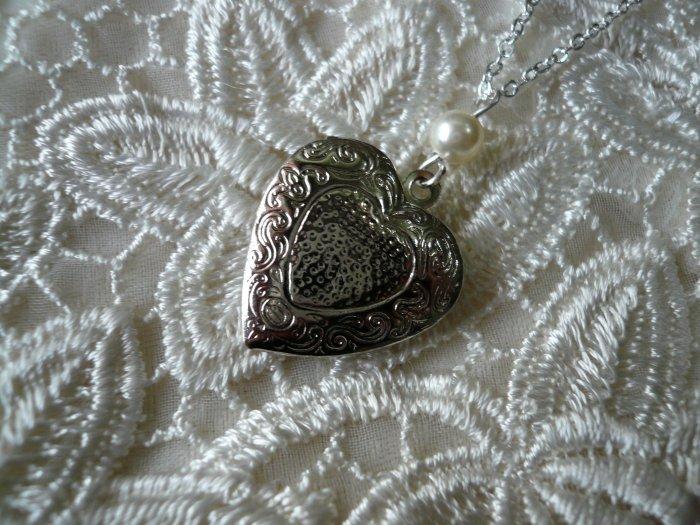 Cream White Pearl Heart Locket Love Necklace