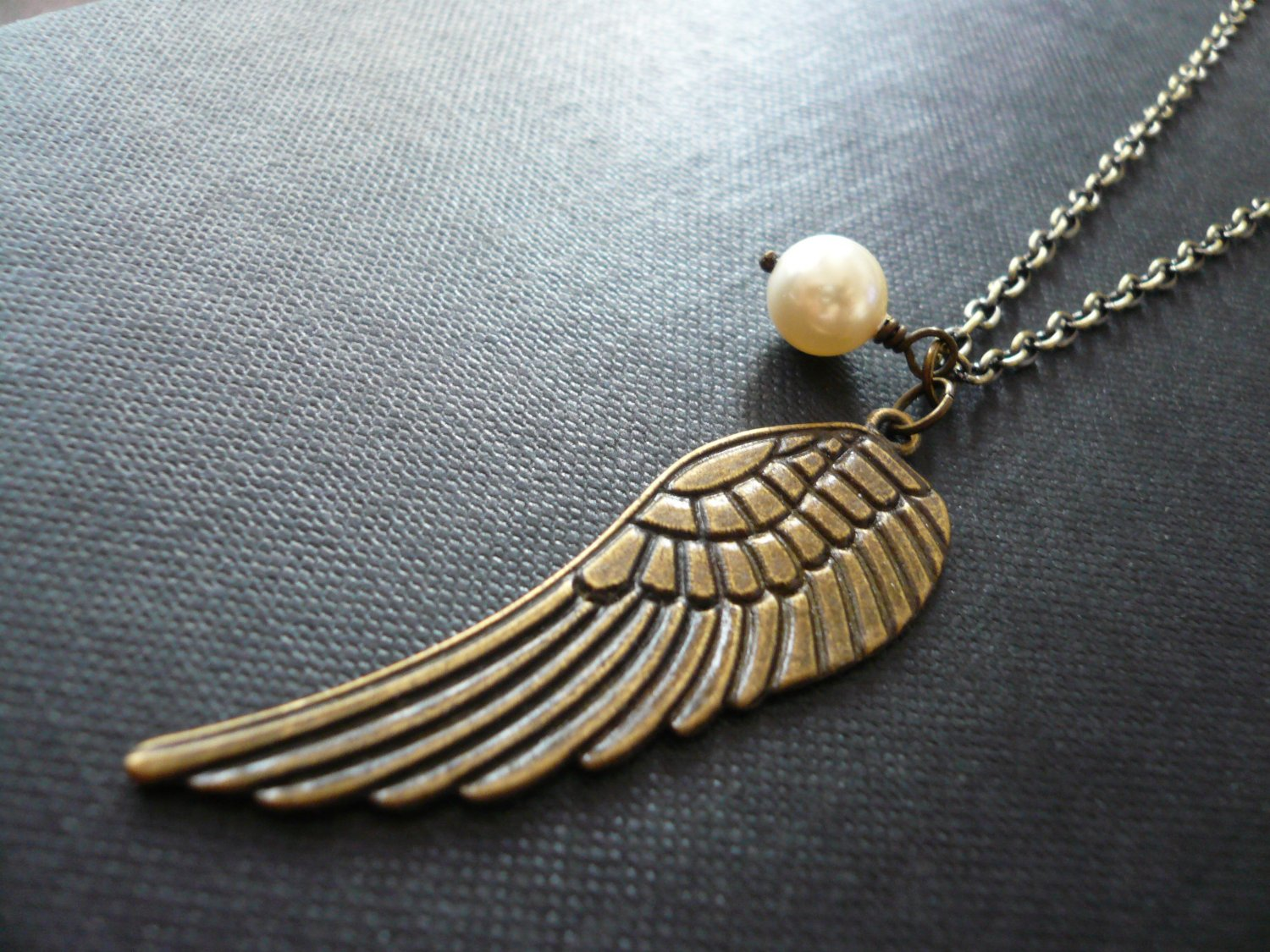 Angel Wing Cream Pearl Necklace