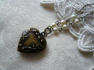 CHERISH Pearl & Floral Heart Locket Necklace