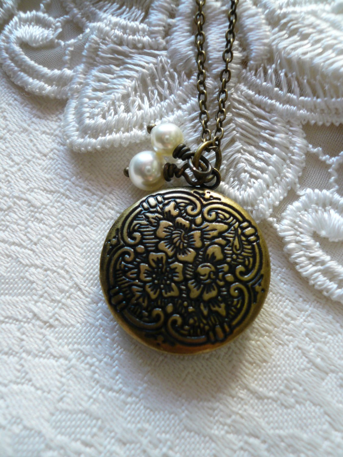 BLISS Small Round Flower Locket Necklace