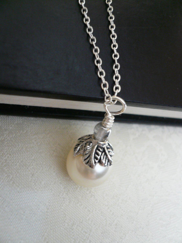 Silver Leaf Cream Pearl Necklace