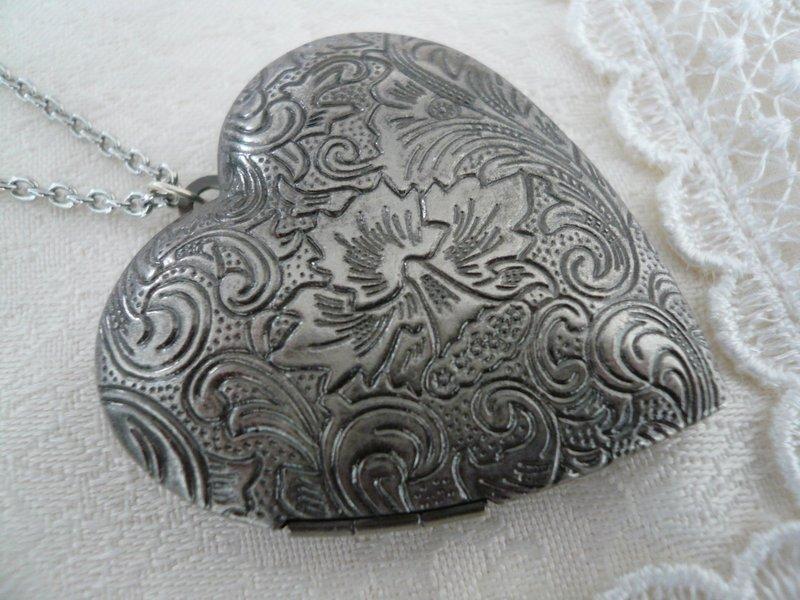 Foliage Heart Locket Long Necklace