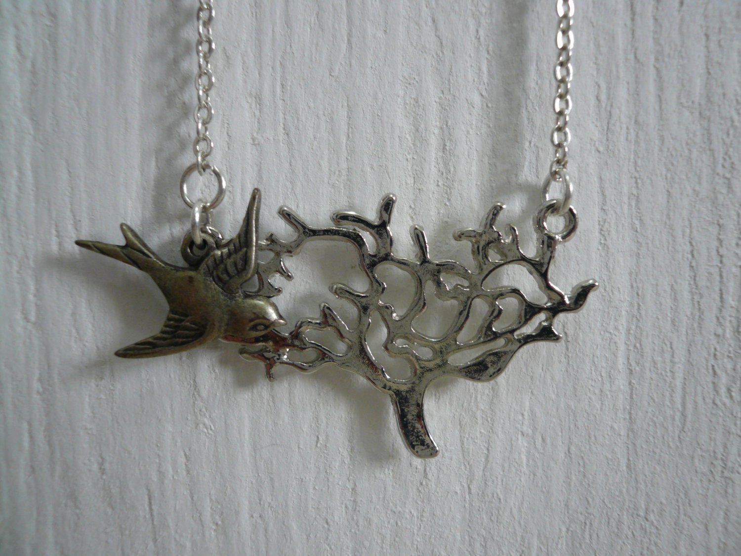 Bird & Tree Necklace �