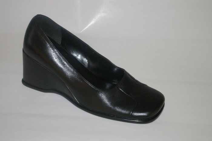 Nine West Black Leather Wedge 9 1/2 M