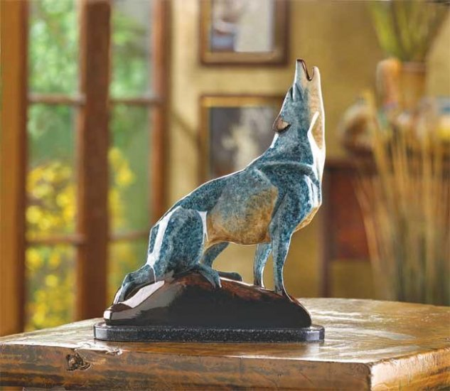 MARBLIZED WOLF FIGURINE