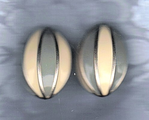 PRICES SLASHED-UNSIGNED BEAUTY VINTAGE SILVERTONE EARRINGS