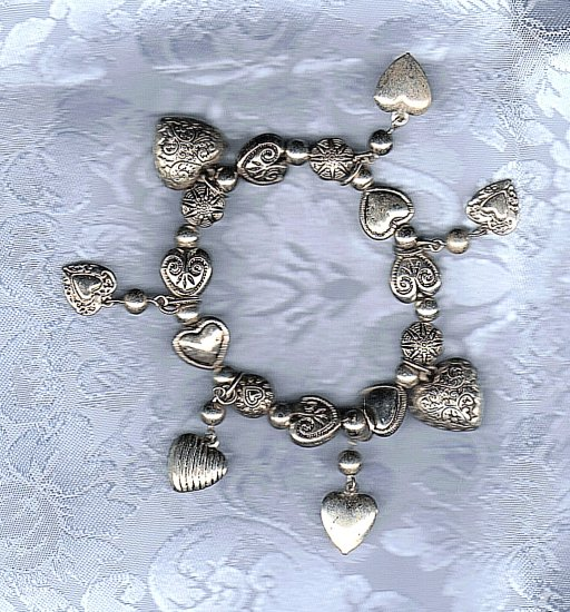 PRICES SLASHED-VINTAGE SILVERTONE HEART CHARM STRETCHY BRACELET